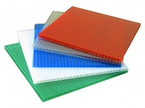 Сотовый поликарбонат - полимерный лист, состоящий из двух-, трех- или четырехслойных конструкций (ребер жесткости) образующих квадраты, треугольники или перекрестные структуры. Сотовый поликарбонат обладает высокой прочностью, пластичностью и очень малым весом. Листы поликарбоната, как правило, имеют толщину от 4 до 35 мм. Присутствует также широкий спектр цветовых решений.